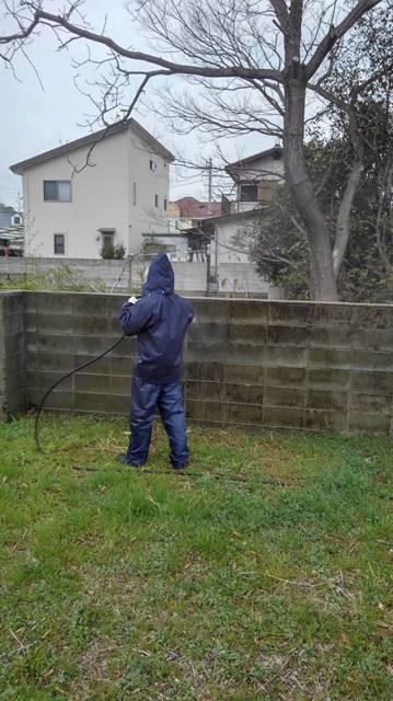 ブロック塀 高圧洗浄中