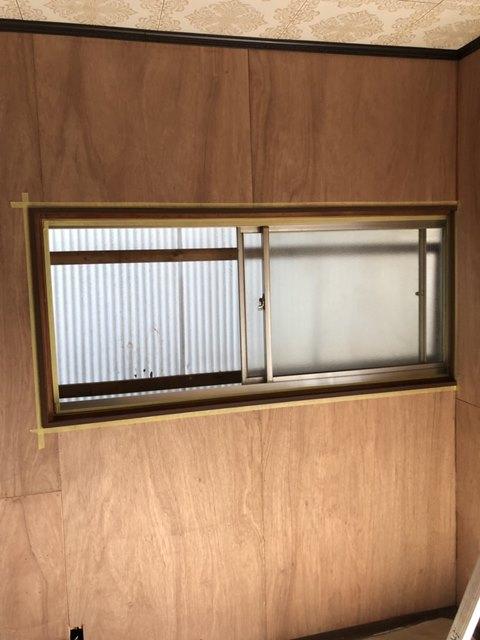 今治市で室内塗装をしました。窓枠塗装になります。