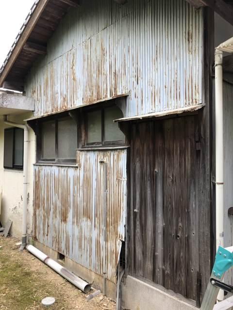 今治市でトタン外壁をガルバリウム鋼板に張り替えました。